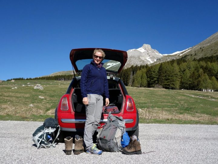 Edita at the car park at Fonte della Vetica, with Monte Camicia behind