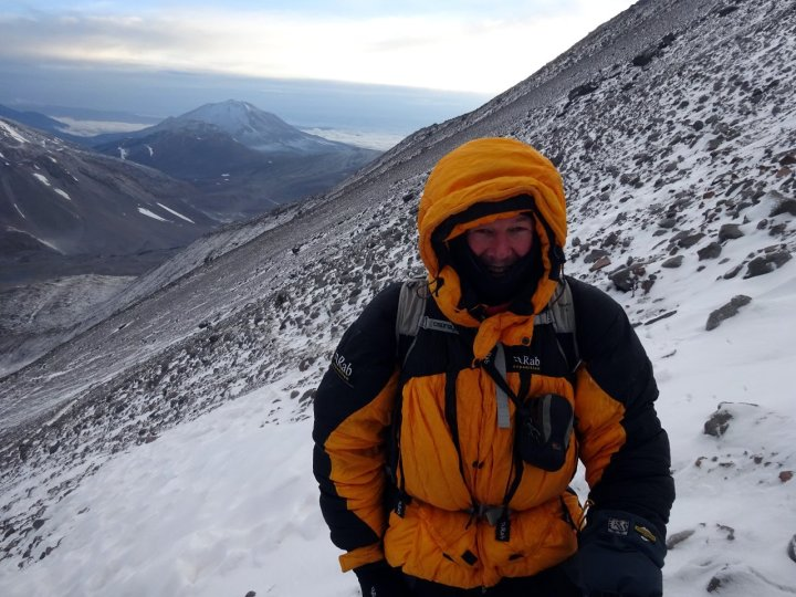 As the sky lightened, it became increasingly cold, but I was better dressed than I had been on Cerro Vicuñas.