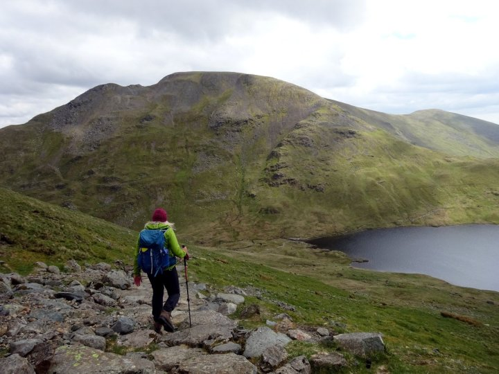 Descending to the combe-cum-col of Grisedale Tarn, with Fairfield up ahead