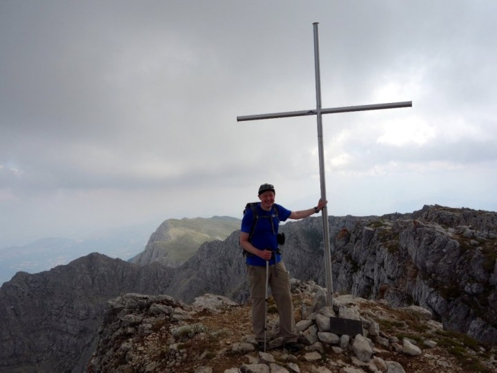 You'll know you're on the summit of Monte Sirente when you find a big cross on the edge of a precipice