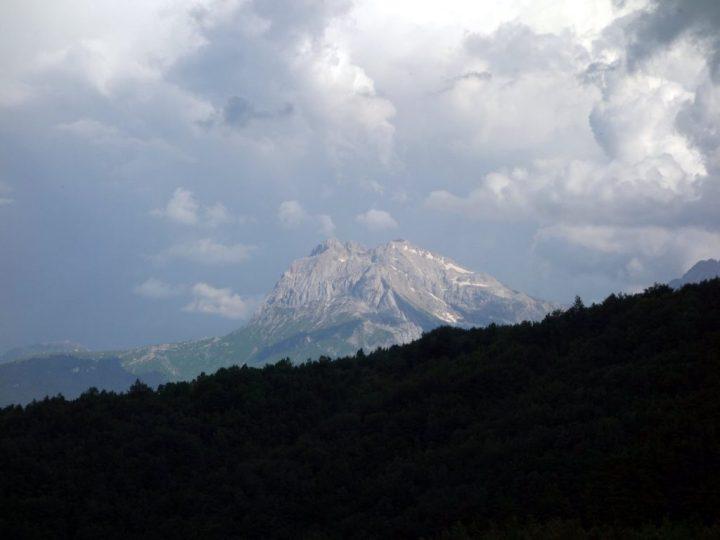 Sunlight on Corno Grande, seen from the trail near Cesacastina