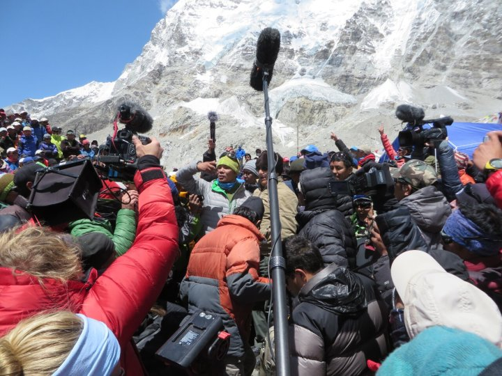 Interviews on Everest: love 'em or hate 'em (Photo: Ricardo Peña)