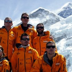 Why did Harry's Mountain Heroes leave Everest early?