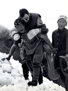 Maurice Herzog is carried down Annapurna by Sherpas in 1950 (Photo: Alpinismus, Munich)