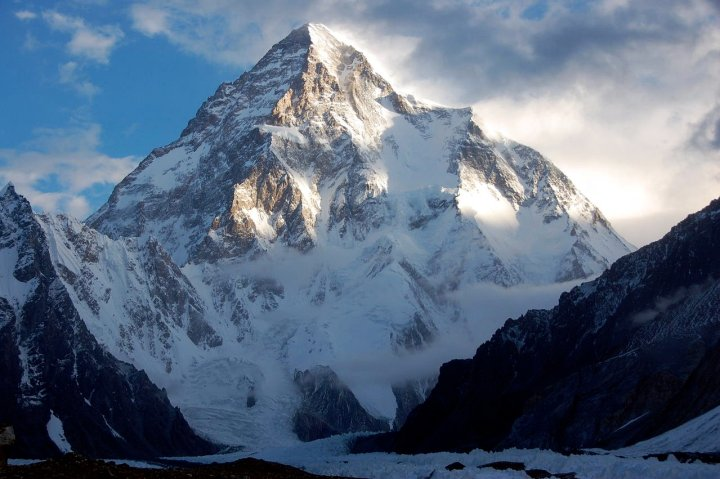 K2 from the Godwin Austen Glacier (Photo: Maria Ly / Wikimedia Commons)