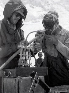 Griffith Pugh testing oxygen apparatus on Everest in 1953 (Photo: Royal Geographical Society)