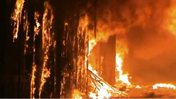 Aleppo souk on fire.jpg