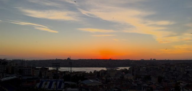 Istanbul Dusk over the Golden Horn.jpg