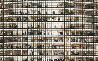 Q Combinations 20: The right and wrong ways to make us feel small (with Heaney & Gursky)