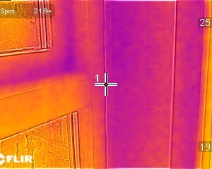 Thermal image photograph showing thermal bridge at window