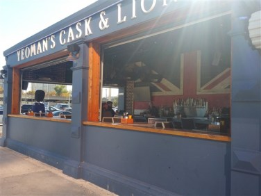 The outdoor patio and bar at Yeoman's Cask and Lion near Amalie Arena in Downtown Tampa