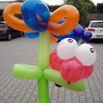 Blume mit Marienkäfer aus Ballons