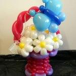 Blumenkorb mit Margariten aus Ballons und Schmetterling