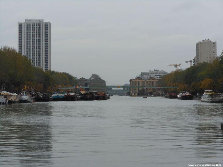 Kleiner Hafen in Paris