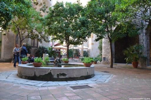 Versteckter Brunnen in Barcelona