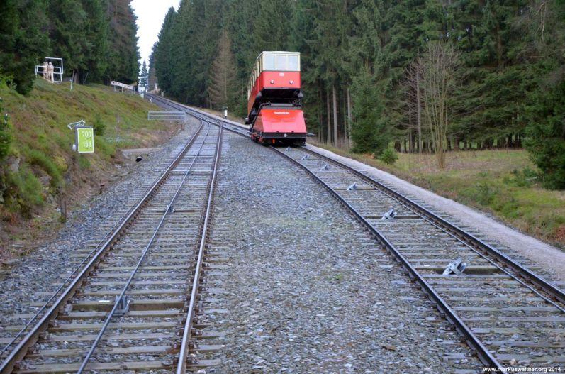 Güterbühne mit Wagen 2