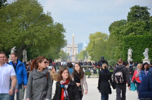 Blick auf Arc de Triomphe und Luxor Obelisk