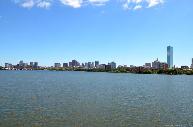 Blick von Cambridge über das Charles River Basin nach Boston