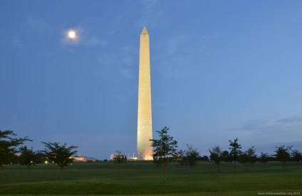 Das Washington Monument in der Dämmerung