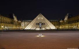 Das Louvre bei Nacht