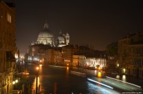 Canal Grande mit Santa Maria della Salute bei Nacht