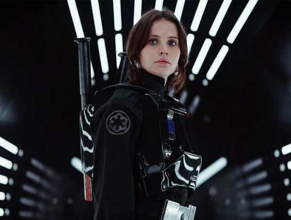 Felicity Jones est Jyn Erso dans Rogue One, a Star Wars Story