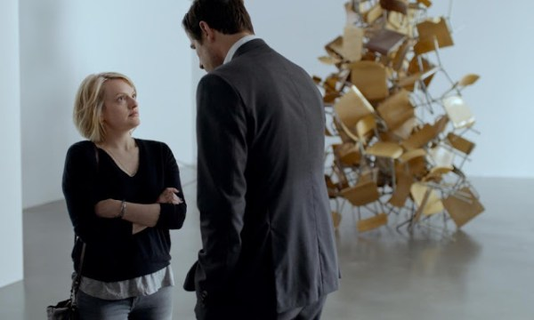 Anne (Elisabeth Moss) et Christian (Claes Bang) dans The Square