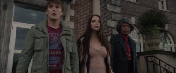 Joseph (Spencer Treat Clark) Casey (Anya Taylor-Joy) et la mère d'Elijah, Mrs Price (Charlayne Woodard) dans Glass de M. Night Shyamalan