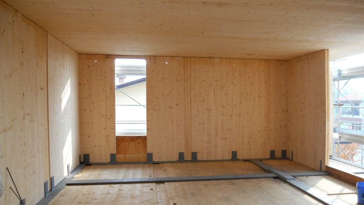 La legnami fornisce pareti preassemblate in xlam e a telaio per case prefabbricate in legno oltre a qualsiasi tipo di materiale ad uso strutturale per la realizzazione di costruzioni in legno. Le Case In Legno Non Prefabbricate Marlegno