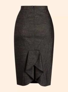 Esta saia pode ser feita de linho misto, linho puro, poliéster com viscose, gabardine e oxford. Os moldes de saia que estou colocando podem ser usados para a construção de uma saia simples, basta não acrescentar os recortes das costas. Sugiro que coloque o zíper na lateral para não precisar fazer duas partes para as costas. Segue moldes do tamanho 38 ao 54.