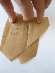 Alinhave e costure a dobra da outra parte na primeira parte da frente.