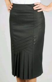 Uma saia clássica retrô, estilo anos 40 do pós guerra. No primeiro desenho esquematisei as pregas verticais. Nos próximos desenhos estão a modelagem do 36 ao 56.