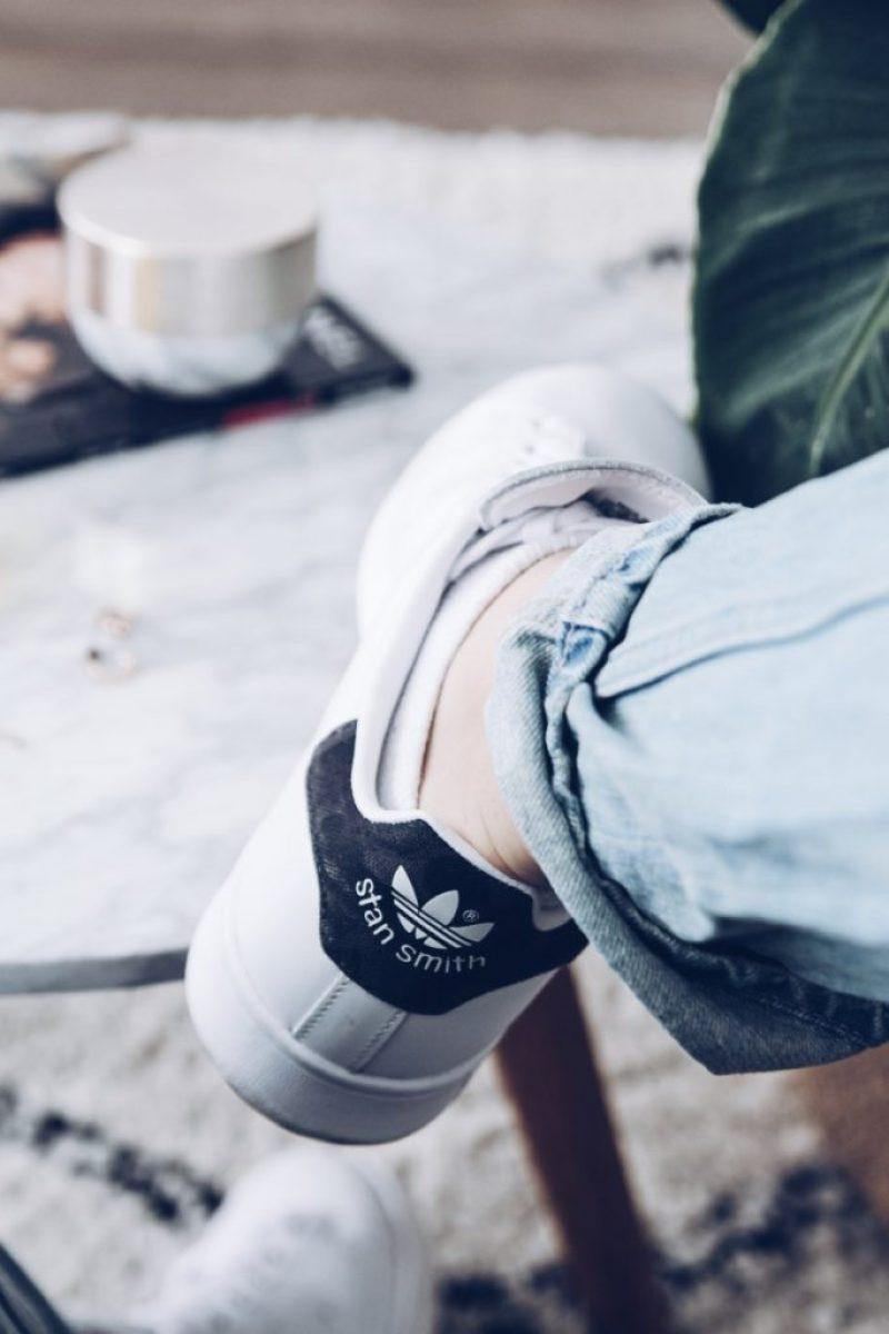 Casual sneakers die je overal onder aantrekt