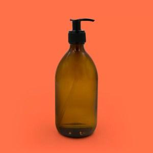 87 flacon pompe doseuse verre brun coutume store 300x300 - Ma sélection déco / lifestyle pour le printemps chez Coutume Store