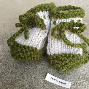 Knitted baby booties - free knitting pattern