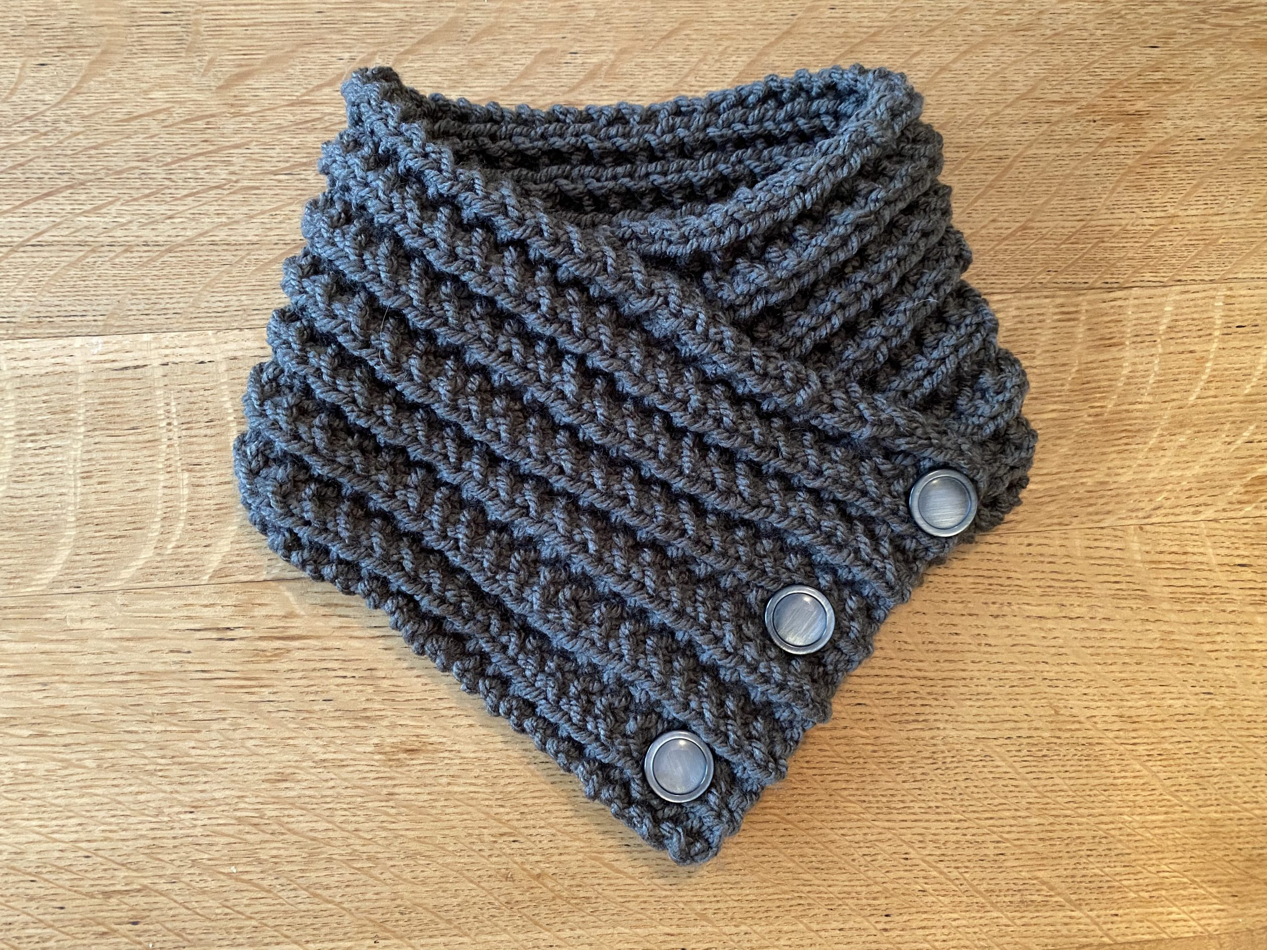 Free Knitting Pattern: 3 Button Neckwarmer