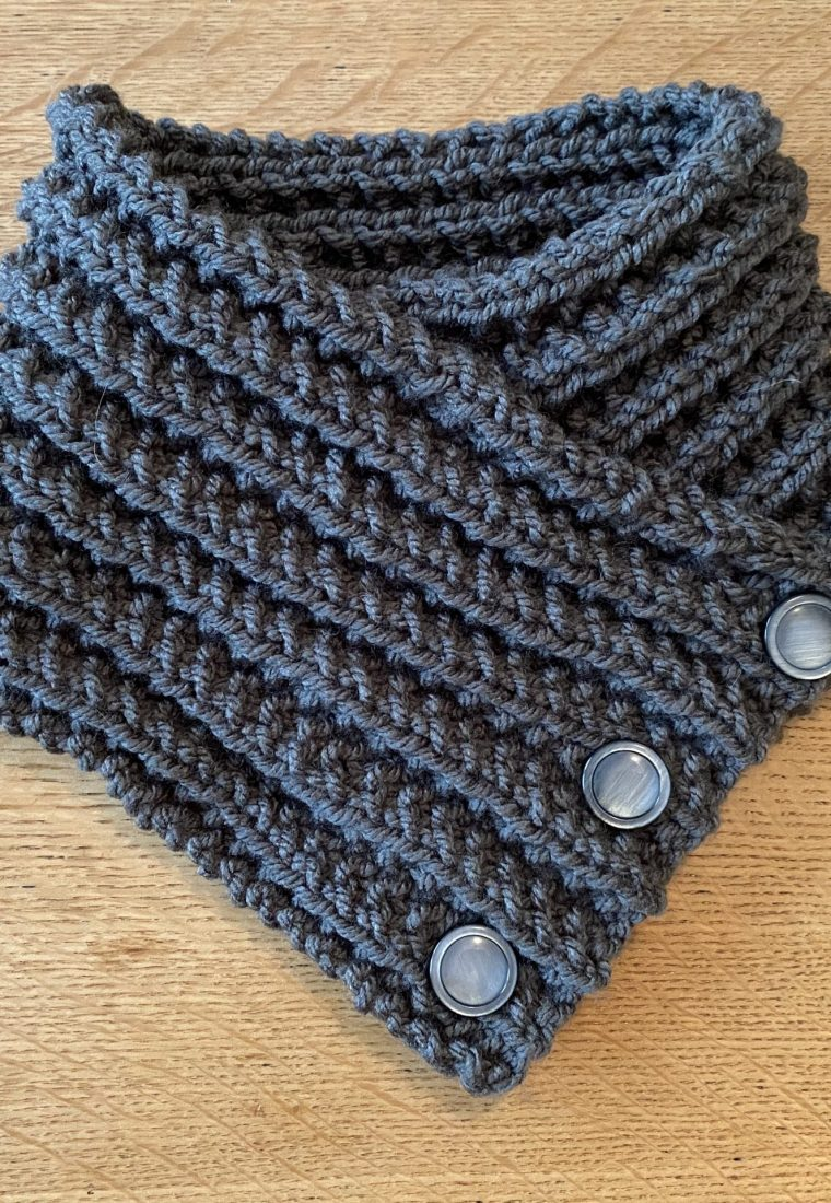 Free Knitting Pattern: 3 Button Neckwarmer