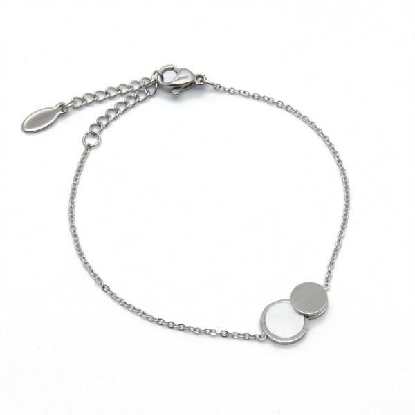 Bracelet double ronds en acier inoxydable.