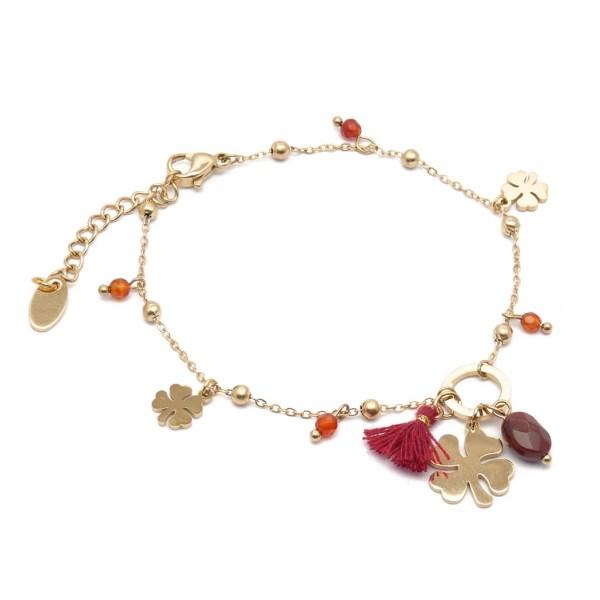 Bracelet femme en acier inoxydable doré, trèfles, perles en verre et pompon rouge.