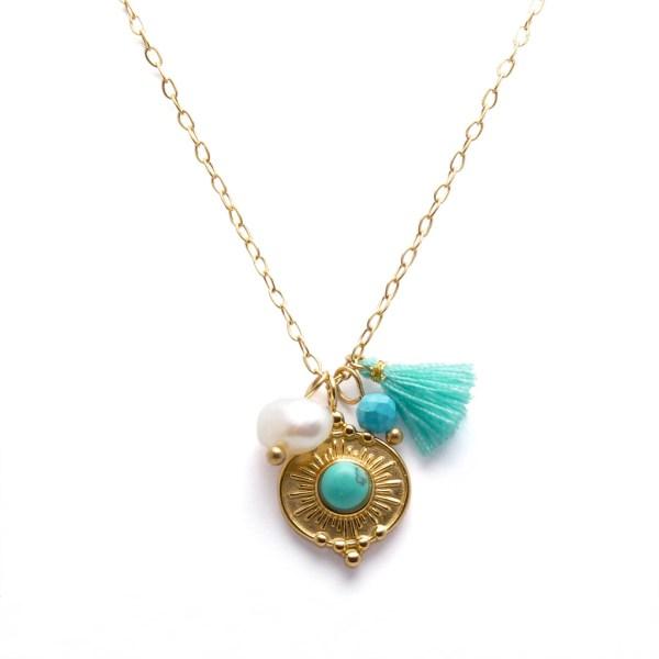 Collier pendentif pierre en turquoise, pompon et perles.