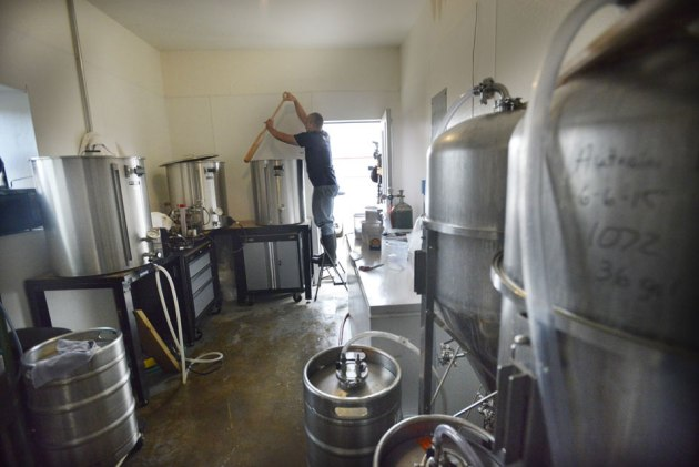 beer-mashing-pictured-rocks-brewing-company-photo