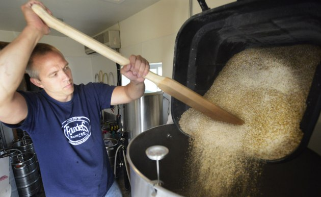 pictured-rocks-brewing-company-chris-gethers-photo_