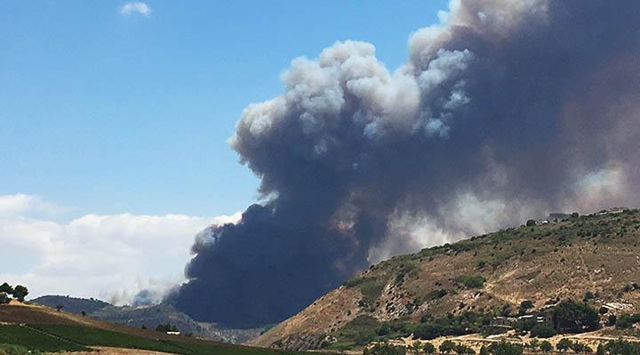 Incendi: nel Trapanese un rogo lambisce alcune abitazioni