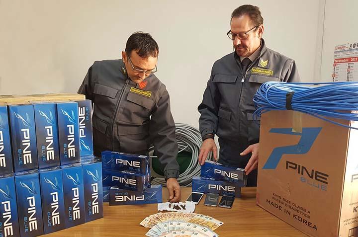 Contrabbando, arrestato con cento stecche di sigarette
