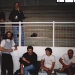 La panchina, un giocatore in tribuna e un tifoso fedele