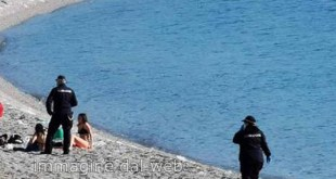 sesso spiaggia paola