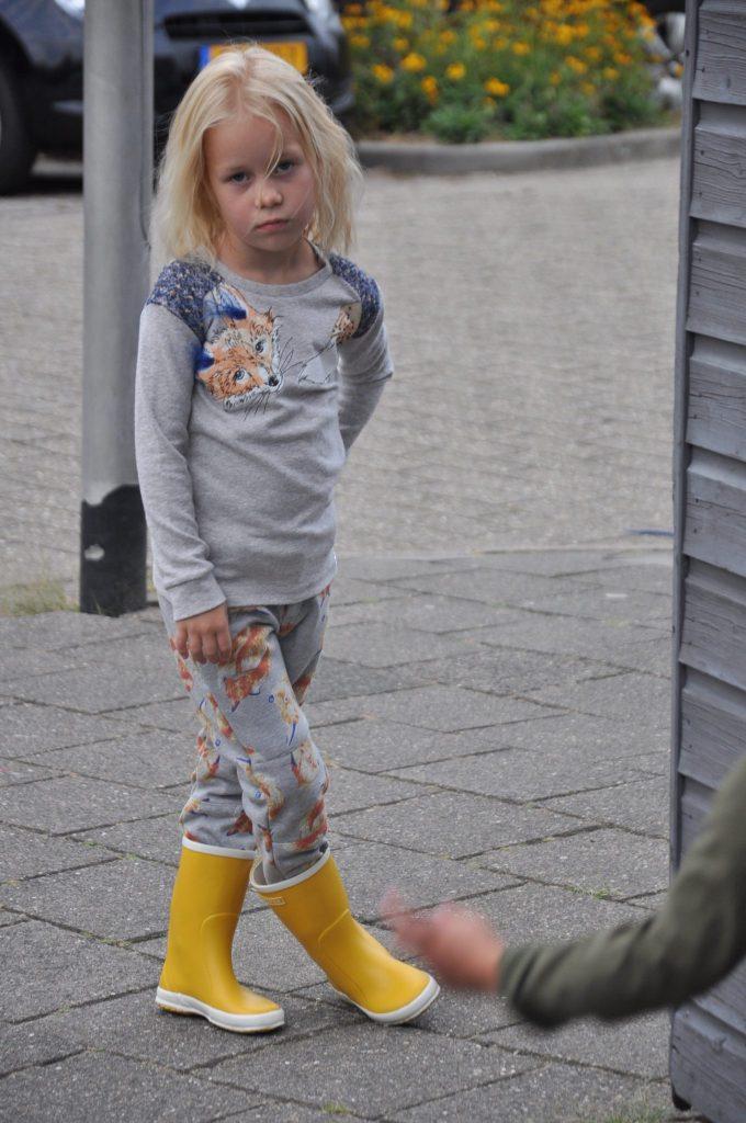 Hoe vinden jullie deze toffe outfit of the day? Trui en broek van Moodstreet, gecombineerd met Bergstein aan de voetjes.