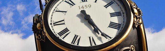 zegar wielki rzymskie cyfry niebo