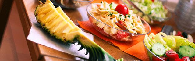 jedzenie na imprezę stół ananas