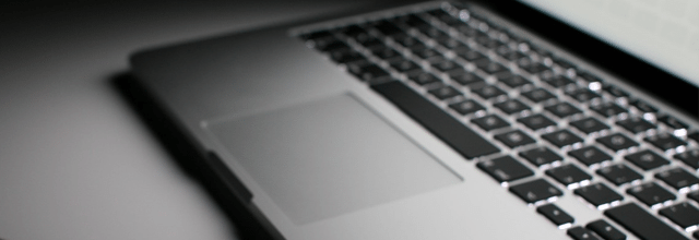 komputer laptop netbook notebook klawiatura blogowanie blog blogując blogerka bloger